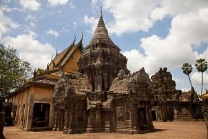 Temples contemporain et du 9eme siècle assemblés au Vat Nokor