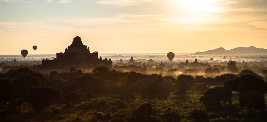 Levé de soleil sur Bagan