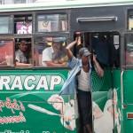 Trajet en bus local, retour au stade oral