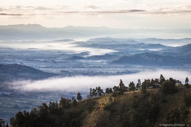Depuis Sikunir sur le plateau de Dieng
