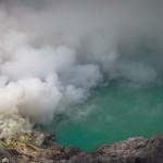 Ijen : un plateau et un volcan en vert et jaune
